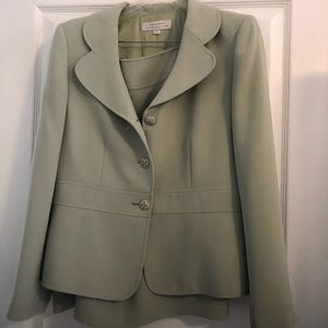 Light green 2 piece suit. Like new. dry cleaned